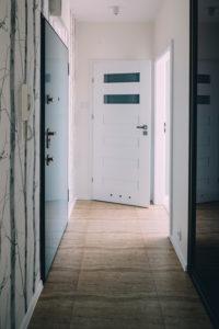 Miętowe 50 metrów dla młodej pary. Skog Interior Design. Projektowanie wnętrz Łódź.